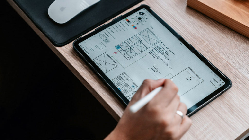 arztpraxis-artikel-skizze-tablet-webdesign-fuer-aerzte